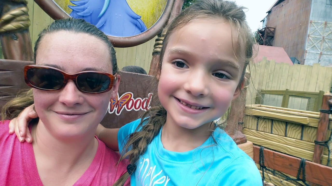 mom and daughter at Dollywood