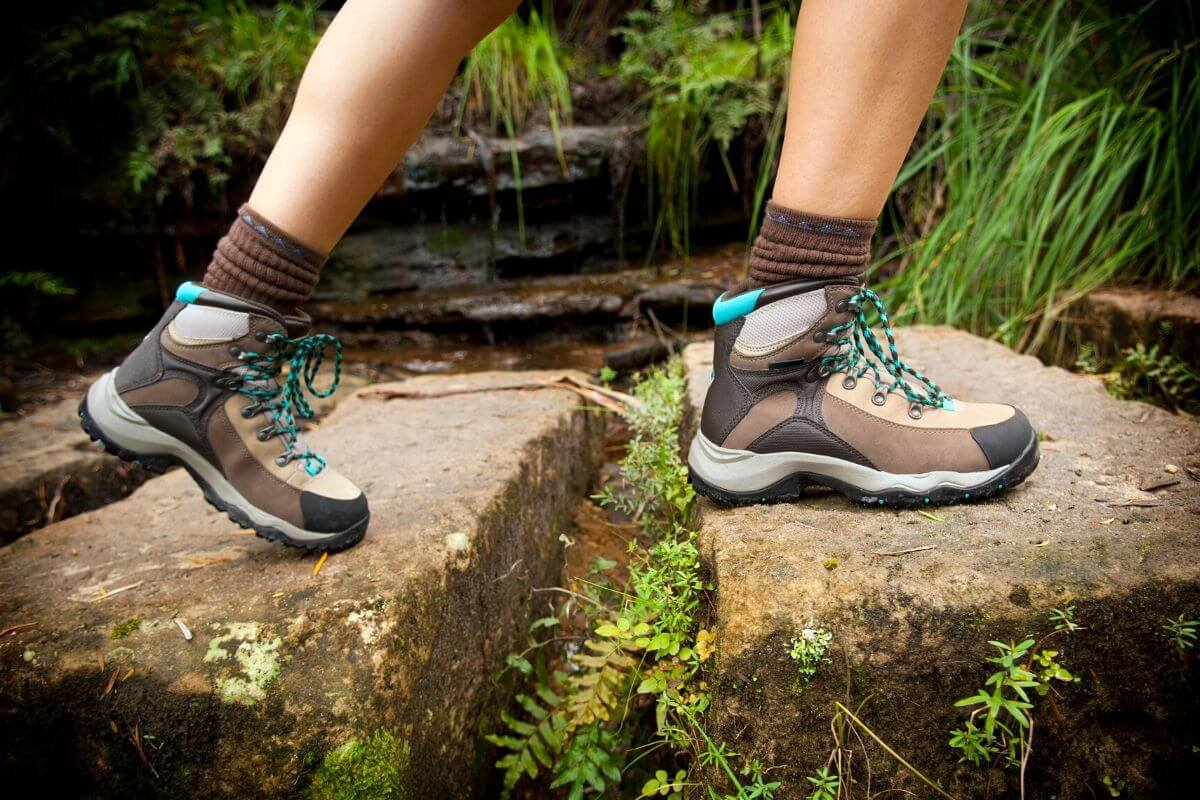 wide toe box boots for hiking