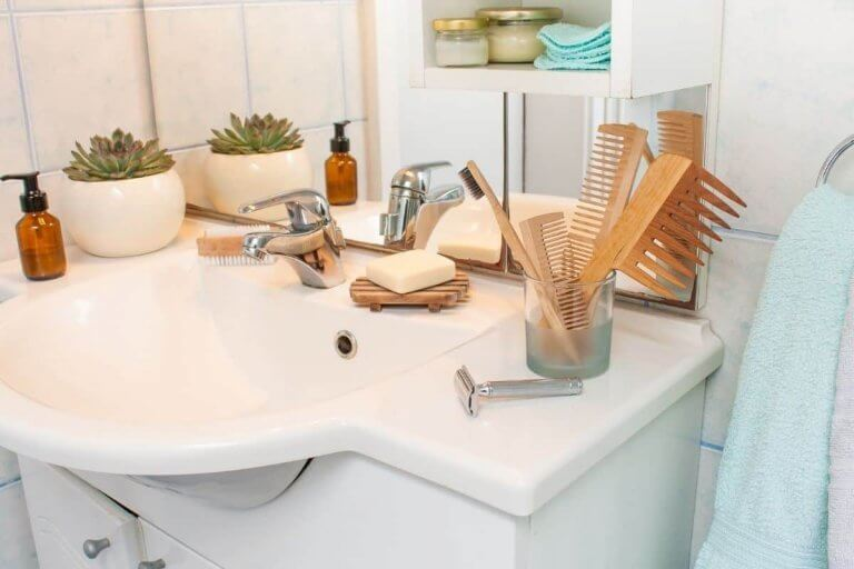 10 Tips and Tricks to Organize your RV Bathrooms
