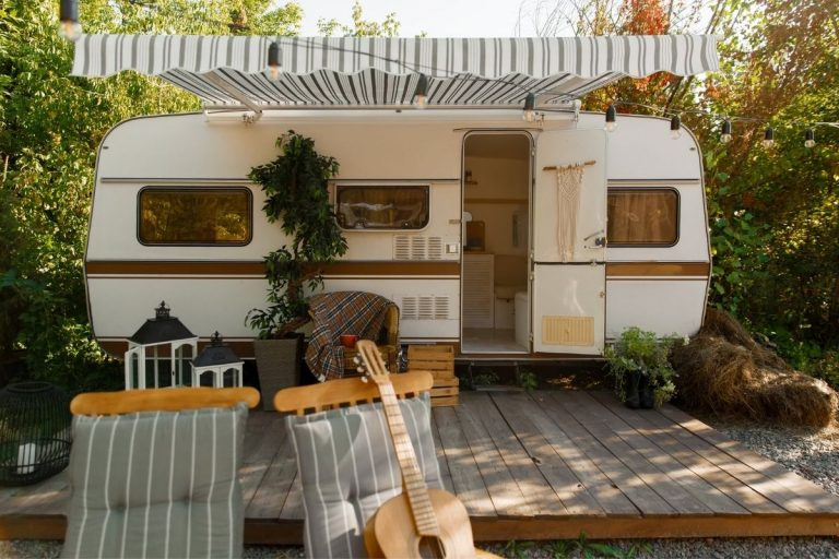 11 Fun and Clever Outside Camper Decorating Ideas