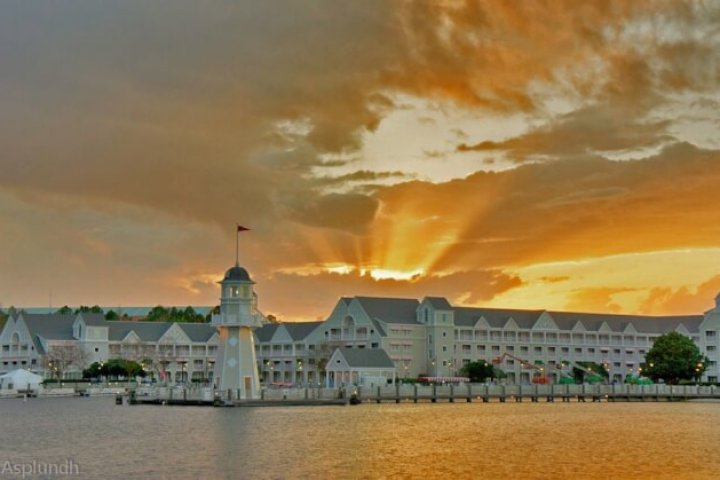 Sunlight_at_Disney's_Yacht_Club_Resort